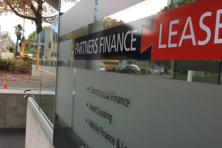 Partners-Finance-Lease-contact