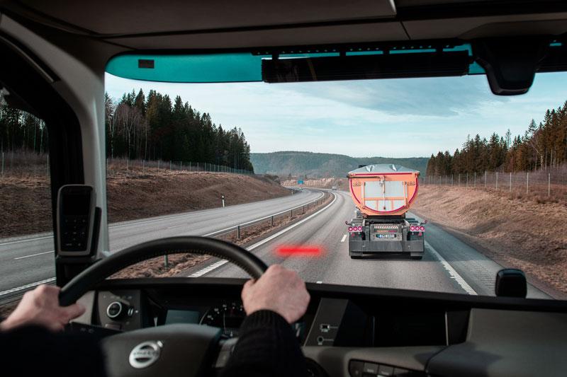 Distance_Alert_Volvo_Truck_2